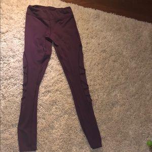 Comfortable mesh maroon leggings